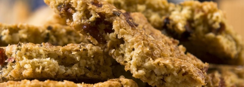 Khorasan wheat bars with jam