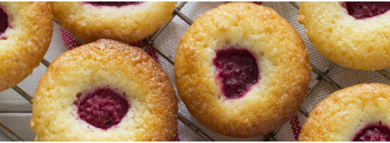 Muffin with black cherries