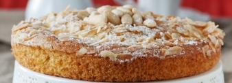Vegan almonds milk cake