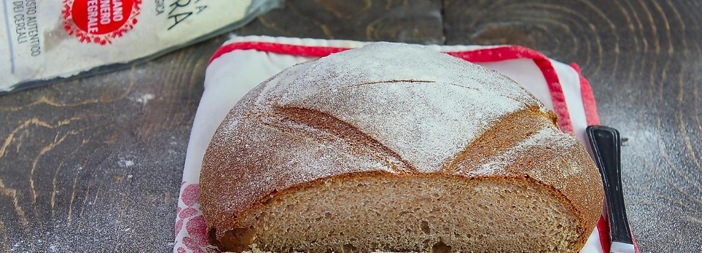 Pane casereccio con farina integrale macinata a pietra