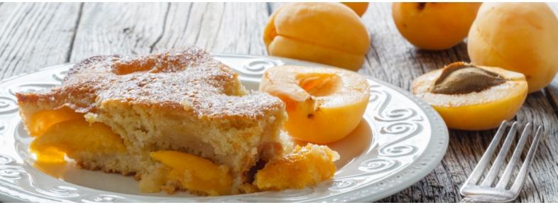 Torta di frolla e pan di Spagna al limone e albicocche