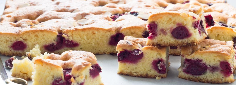 Torta fredda con farina di mais e uva