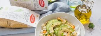 Insalata di miglio e grano saraceno con melone, feta e avocado